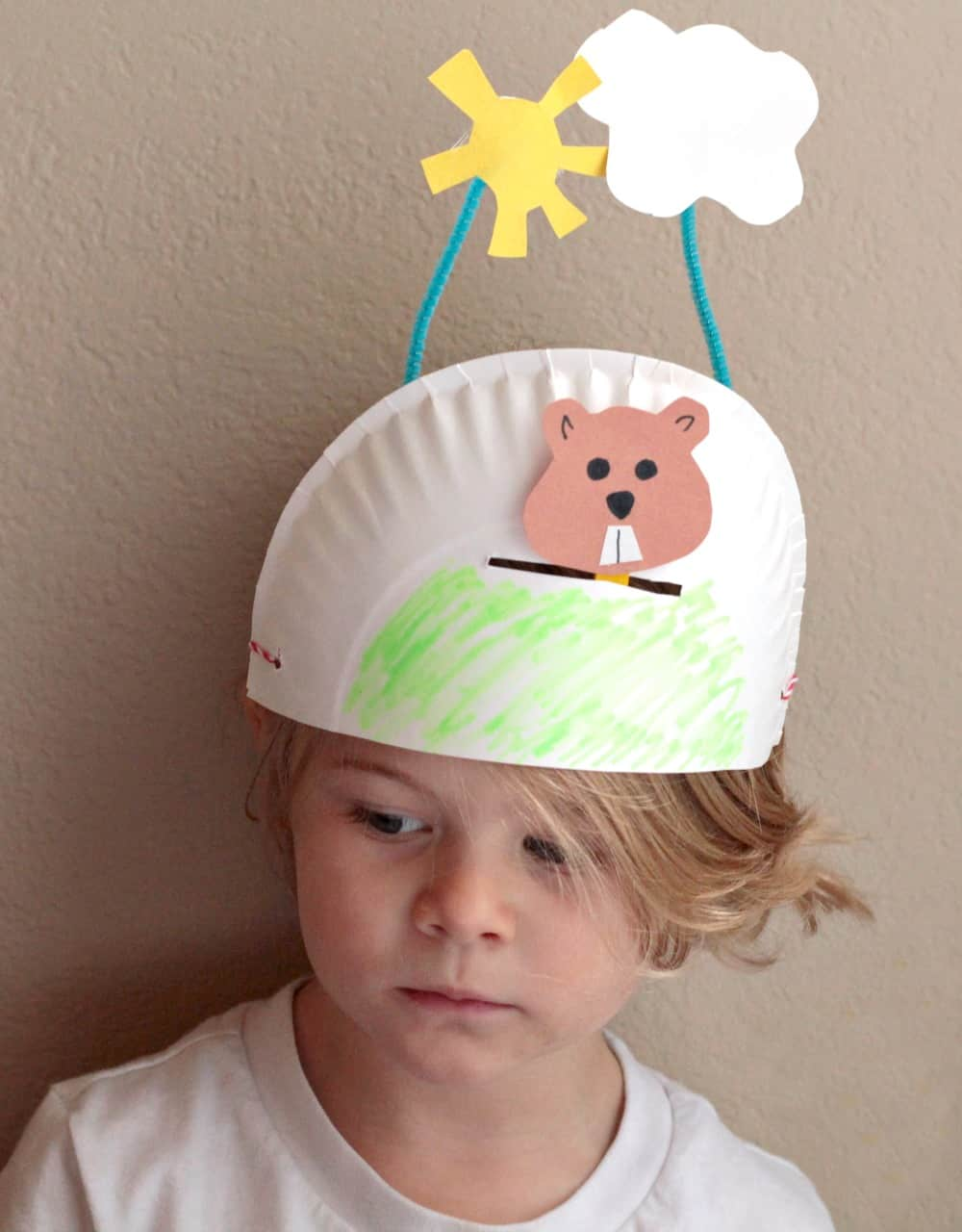 Such a cute groundhog day craft - an interactive hat for preschoolers!