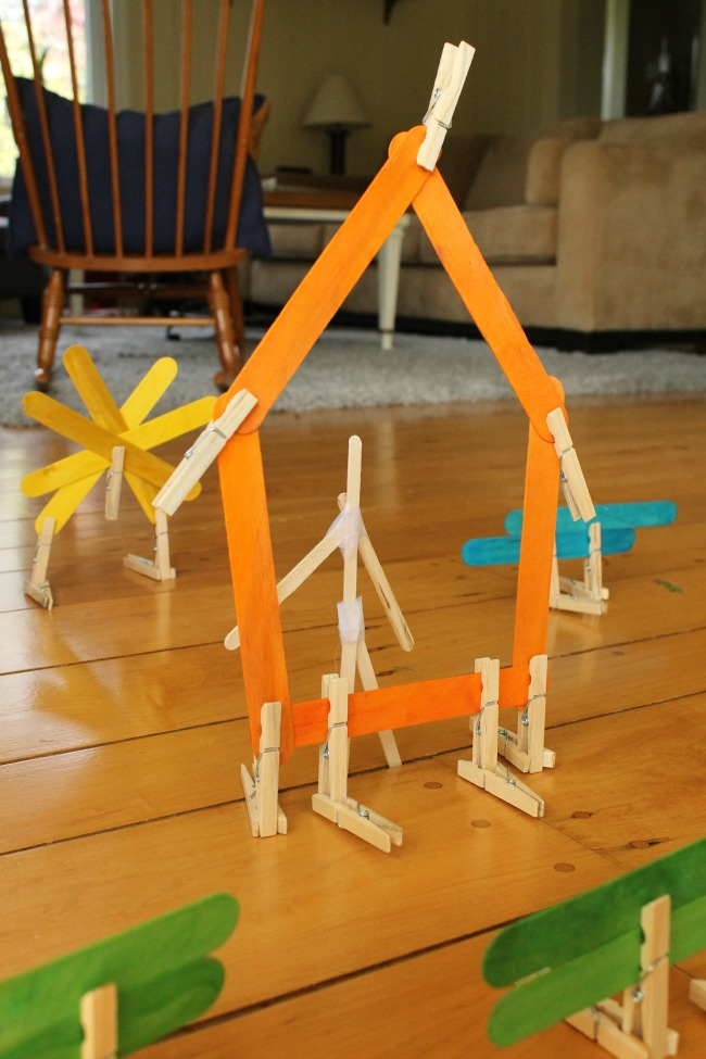 Using clothespins and popsicle sticks for creative preschool play! #howweelearn #independentplay #preschoolactivities #preschoollearning #quiettime #kidsactivities #preschool #play #kids #crafts