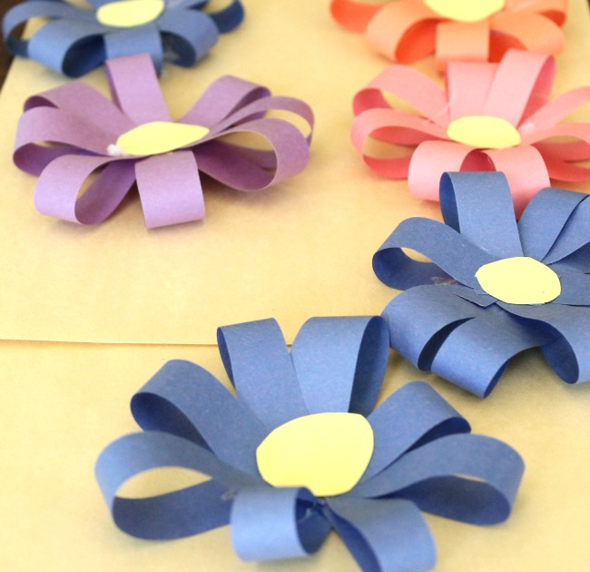 Simple 3d paper flowers how wee learn pretty 3d paper flowers for kids to make such a simple and colorful spring craft mightylinksfo