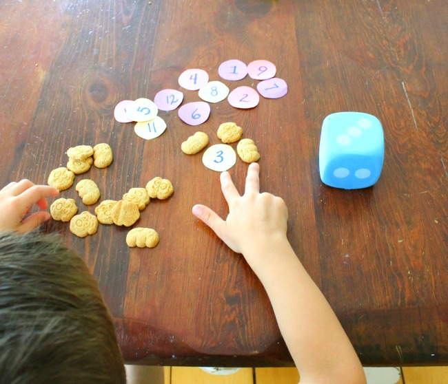 These preschool math games are so much fun for kids! #sponsored #betterfirsts #bearpaws #madebetter #preschool #counting #math