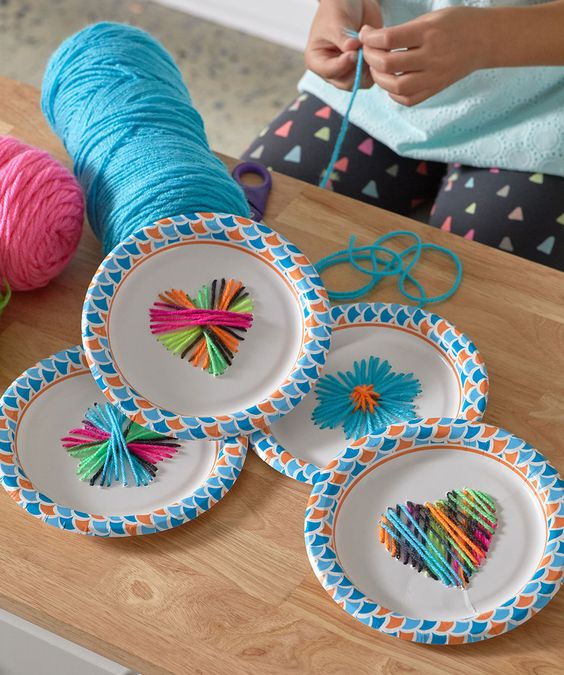 Fun craft for kids alert! Paper plate weaving turns out so cute