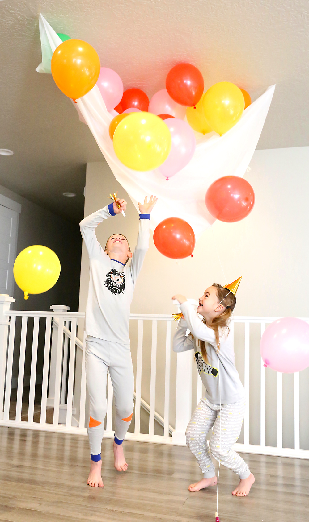 Awesome New Year Eve activities for kids and families. A great New Years Party crafts, activities, snacks, and more! #newyearseve #kidsnewyearseve #NewYearsFamily #familyfun