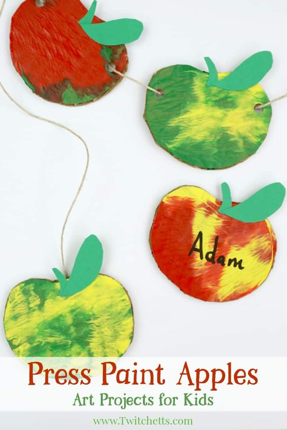 Creating this stunning paint effect is easier than you've ever imagined. This fall apple craft also uses items you will find at home. Here you will find cute and simple apple crafts for kids, toddlers and preschoolers. #applecraft #fallcrafts #fallcraftsforkids #autumncrafts #preschoolcrafts #howweelearn