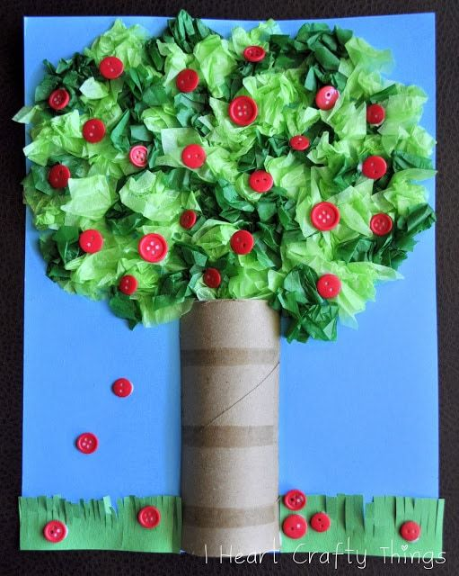 With some simple items found around the house you can make these adorable 3D apple trees for fall. Here you will find cute and simple apple crafts for kids, toddlers and preschoolers. #applecraft #fallcrafts #fallcraftsforkids #autumncrafts #preschoolcrafts #howweelearn