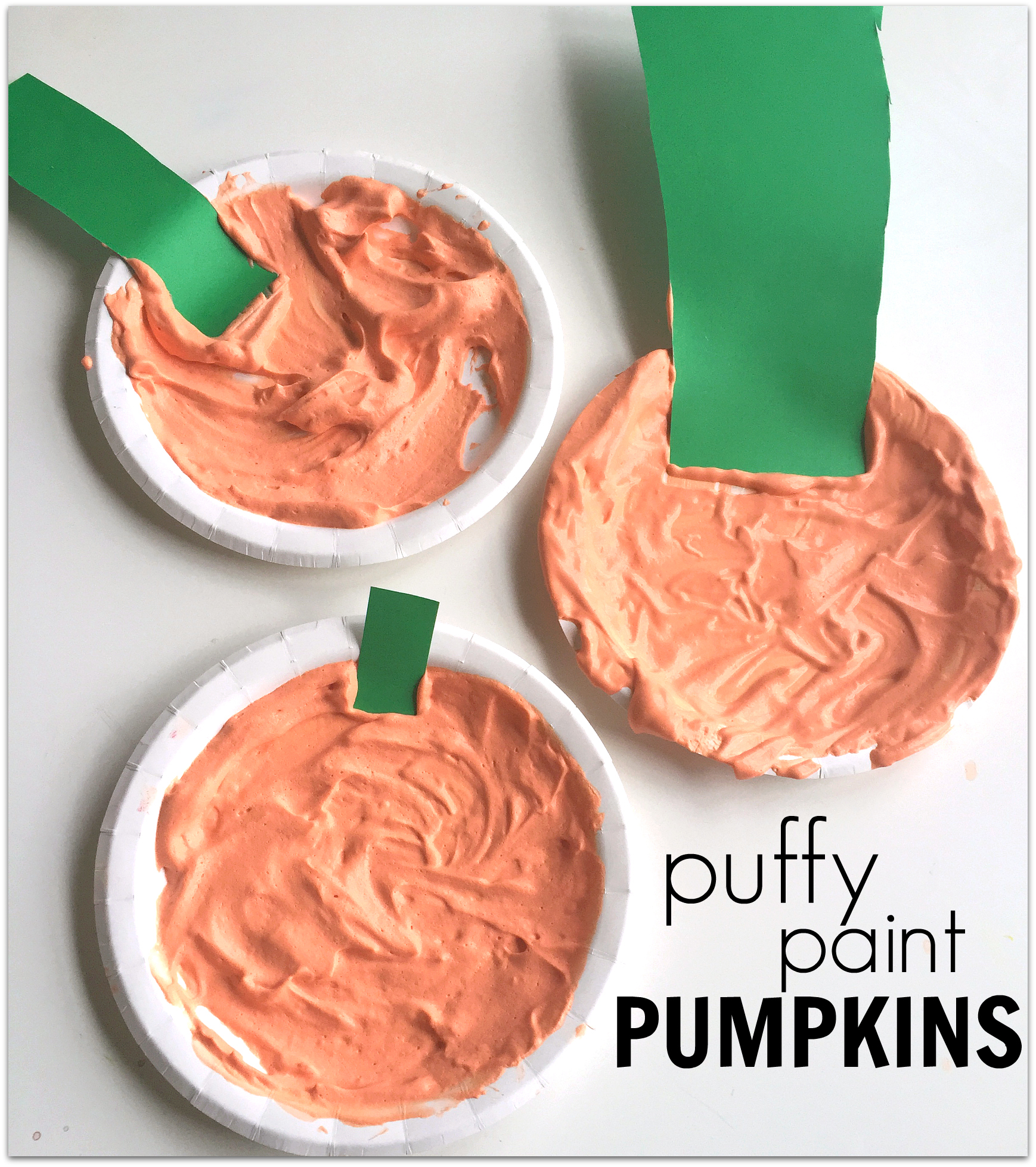 Enjoy a fun sensory experience with these Puffy Paint Pumpkins! Here you'll find a variety of easy Halloween crafts for your kids, toddlers and preschoolers. #Howweelearn #Halloweencrafts #Craftsforkids