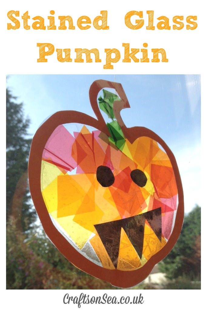 This adorable Halloween Pumpkin craft is fun for all ages and adds some cozy fall colors to your home. Here you'll find a variety of easy Halloween crafts for your kids, toddlers and preschoolers. #Howweelearn #Halloweencrafts #Craftsforkids