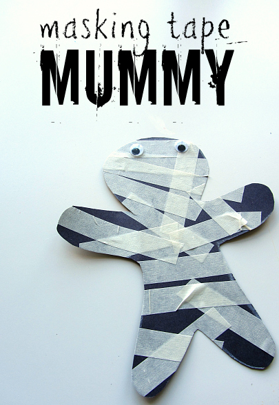 Your toddlers will love the tape experience they will have with this fun mummy craft! Here you'll find a variety of easy Halloween crafts for your kids, toddlers and preschoolers. #Howweelearn #Halloweencrafts #Craftsforkids