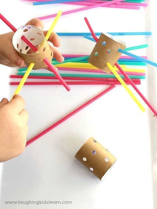 Babies and toddlers can improve hand-eye coordination with this threading busy bag. Straws provide sturdy support for little ones just learning the skill. You can find more stellar busy bags for babies, toddlers, preschoolers and kids by clicking here! #howweelearn #busybags #quiettime #finemotor #preschoolactivities #kidsactivities