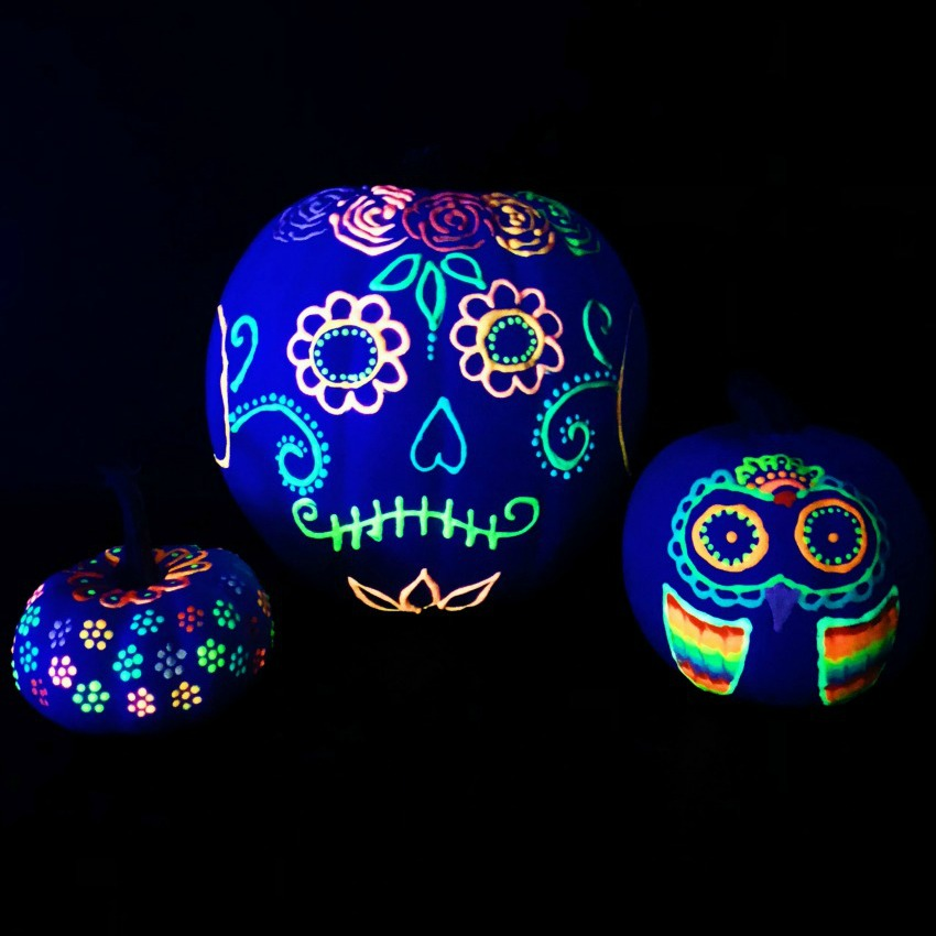 Your kids will be mesmerized to see their Halloween painting come to life with glow-in-the-dark paint! Here is a list of more pumpkin decorating ideas that toddlers, preschoolers and kids of all ages can create! #howweelearn #pumpkincarving #pumpkindecorating #jackolantern # halloween #kidsactivities